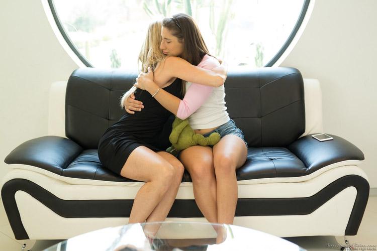 Brandi Love et Abella Danger lesbiennes 6