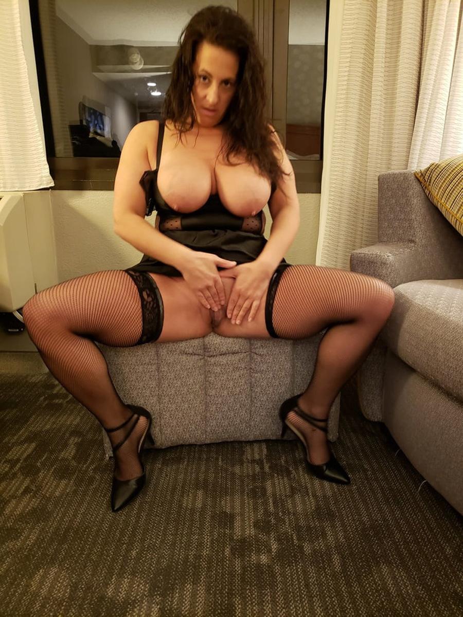 Chantal lingerie sexy bons gros seins 1