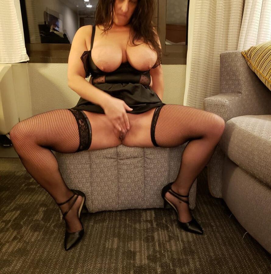 Chantal aime la lingerie sexy avec ses bons gros seins