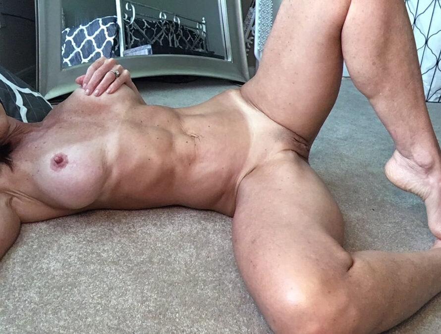 Patty cougar musclée et sexy cherche minet à Marseille