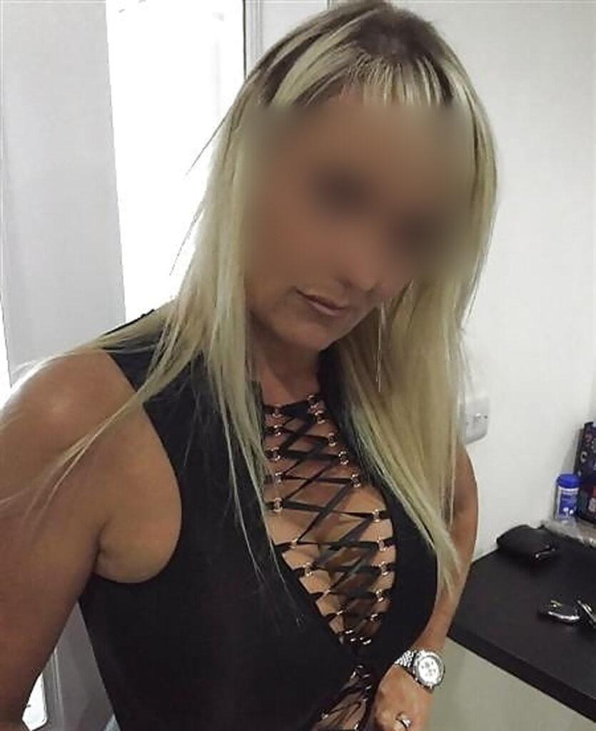 Plan baise Barbara, blonde de Lyon