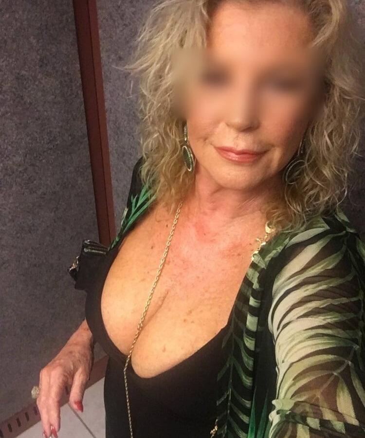 Rencontre sexe Irène voluptueuse blonde gros seins Bordeaux