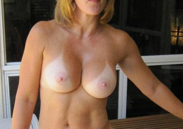 Uma, milf libertine aux gros seins refaits