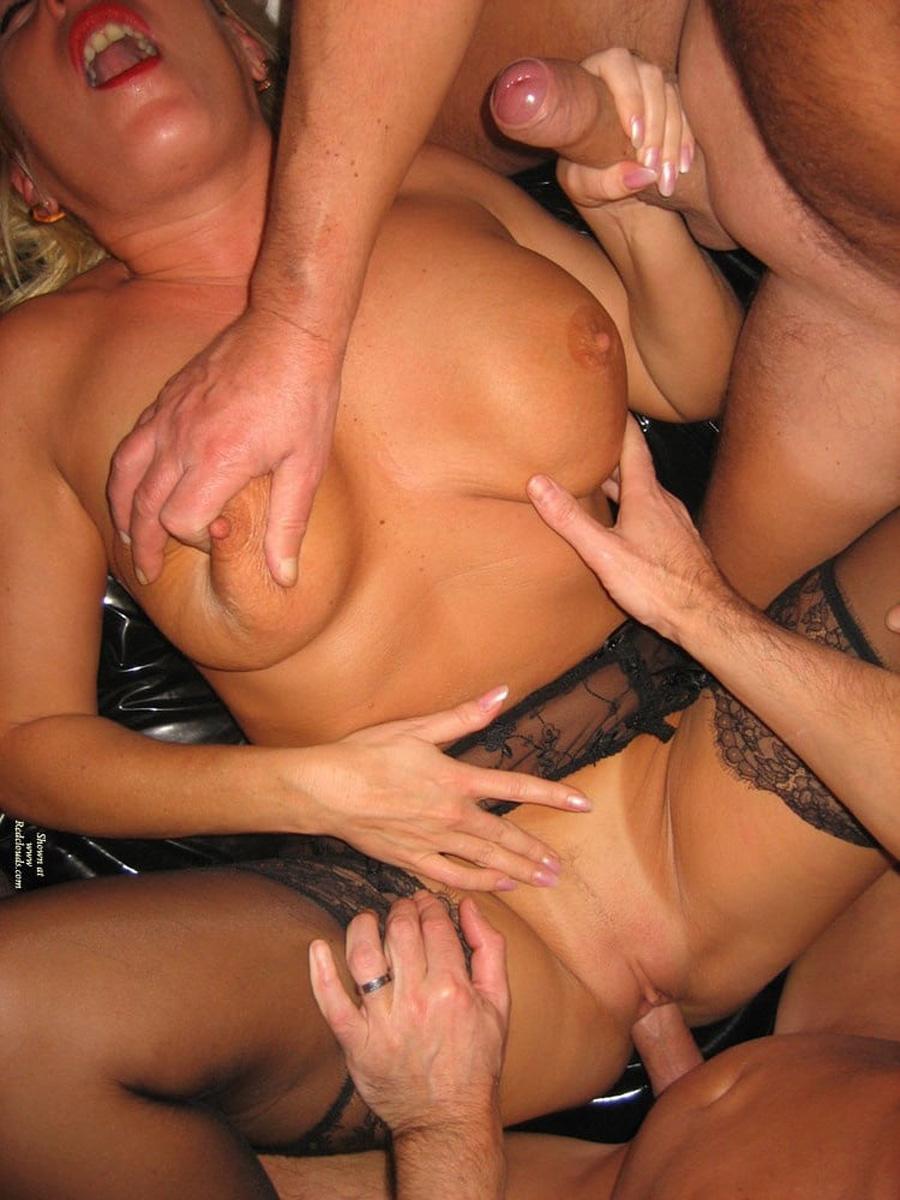 MILF libertine bretonne en plan à 3 nude 4